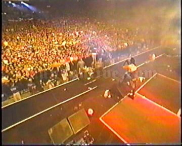 2001-05-26 Foxboro, MA - Gilette Stadium (WBNC River Rave) Screenshot 1