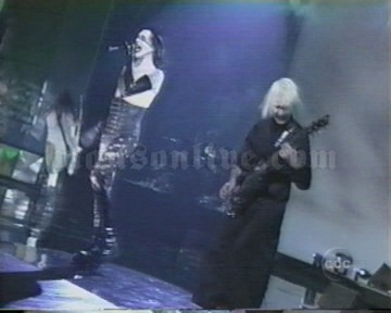 2001-01-08 Los Angeles, CA - Shrine Auditorium (American Music Awards) Screenshot 3
