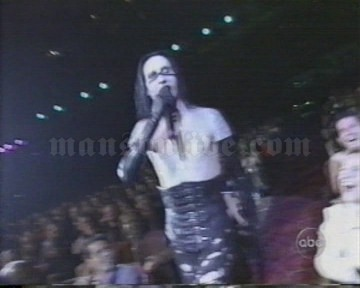 2001-01-08 Los Angeles, CA - Shrine Auditorium (American Music Awards) Screenshot 4