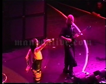 2001-06-08 Tinley Park, IL - New World Music Theatre Screenshot 3