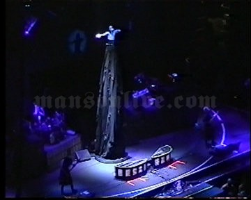 2001-06-08 Tinley Park, IL - New World Music Theatre Screenshot 4