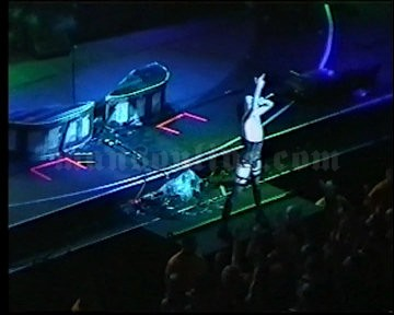2001-06-08 Tinley Park, IL - New World Music Theatre Screenshot 7