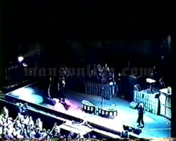 2001-06-08 Tinley Park, IL - New World Music Theatre Screenshot 2